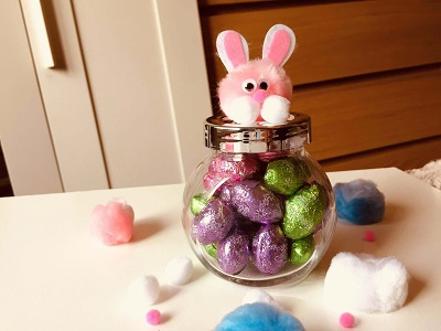 DIY Easter gift in a jar for office, neighbors or for your grand daughter. So easy, adorable and fun