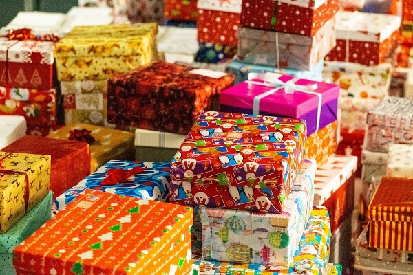 Nobody Wants To Be The One Walk Into A Party With An Extensive Gift Opening Ceremony Without In Hand It Is Mortifying